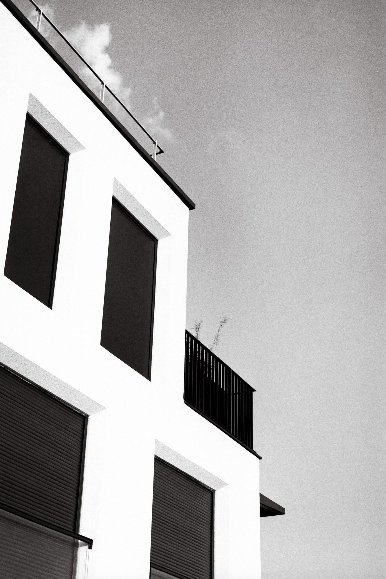 Photos Argentique vue d'un immeuble à Villeurbanne France par Atelier de Cadet Roussel